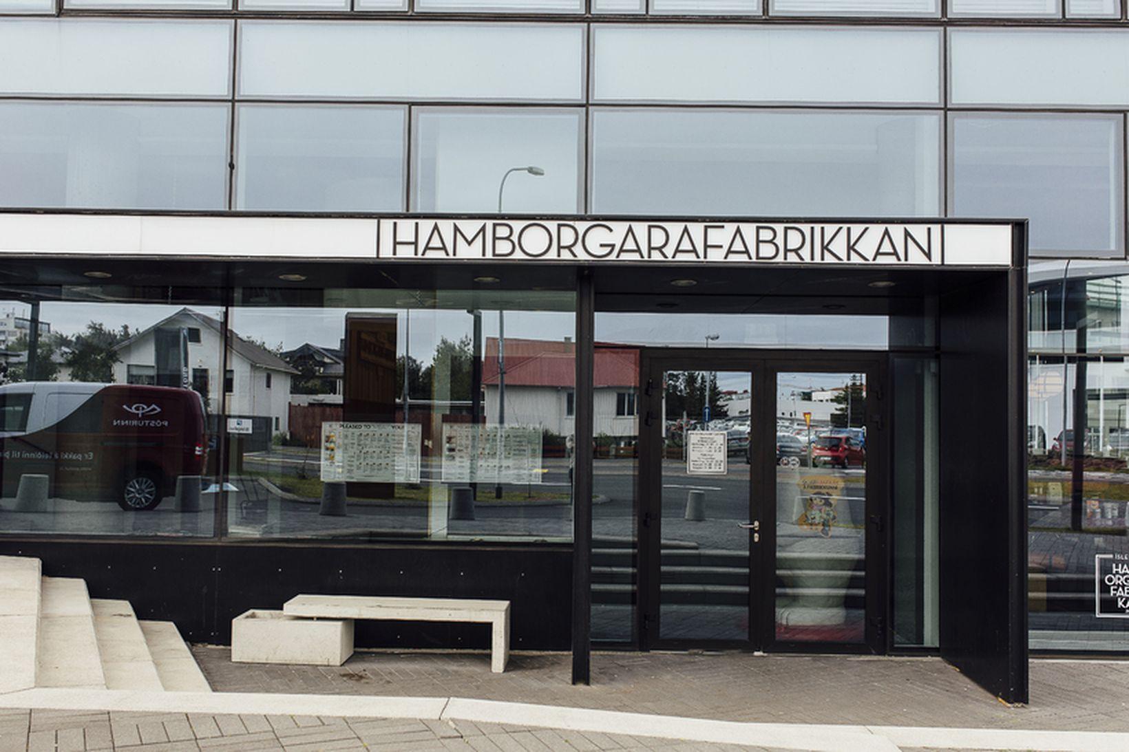 Sterkar vindkviður geta myndast fyrir utan Höfðatorg.