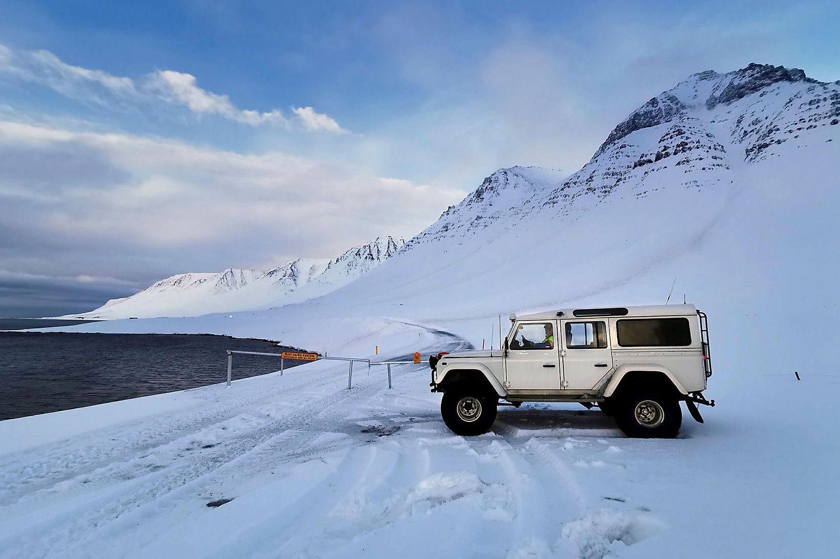 Flateyrarvegur hefur verið mikið lokaður undanfarna daga vegna snjóflóðahættu.
