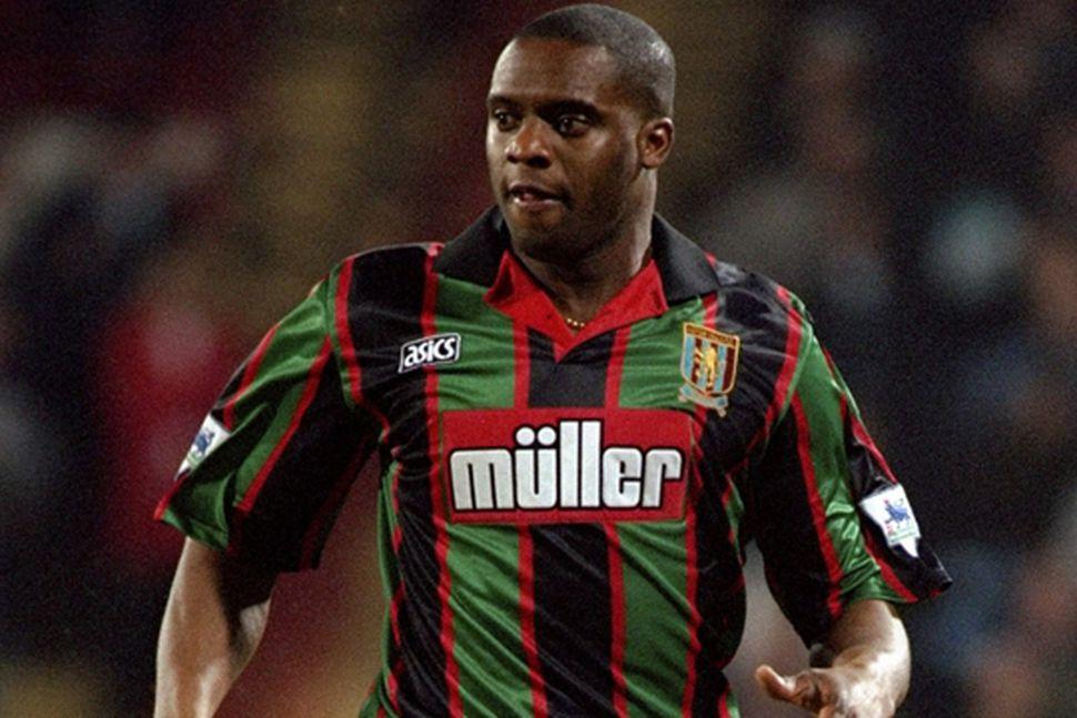 Dalian Atkinson í leik með Aston Villa.