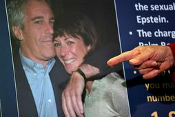 Ghislaine Maxwell ásamt Jeffrey Epstein, fyrrverandi kærasta sínum. Epstein lést í fangelsi.