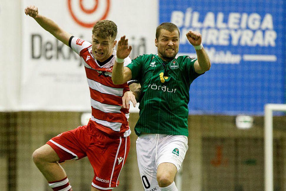 Guðjón Pétur Lýðsson í skallaeinvígi gegn HK.