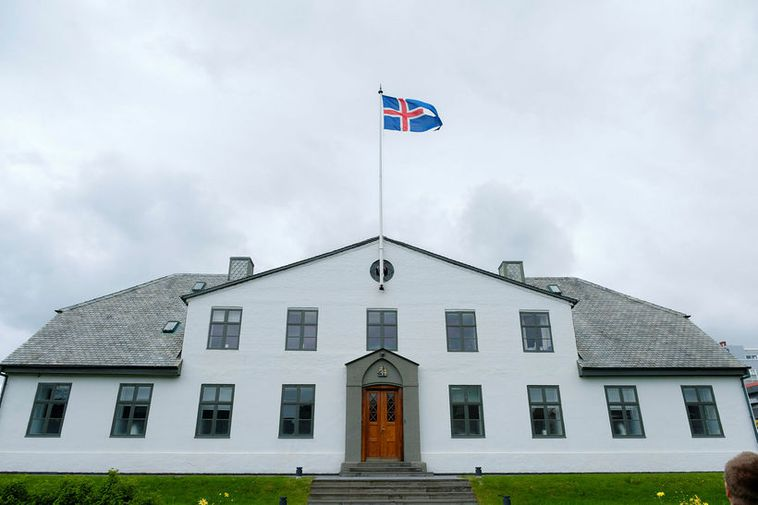 The government is holding a crisis meeting today at Stjórnarráðið.