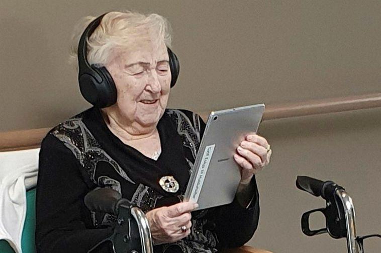 Anna Hallgrímsdóttir, enjoying the iPad.