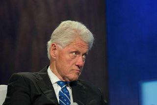 Fortíðin virðist elta Bill og Hillary Clinton á röndum.