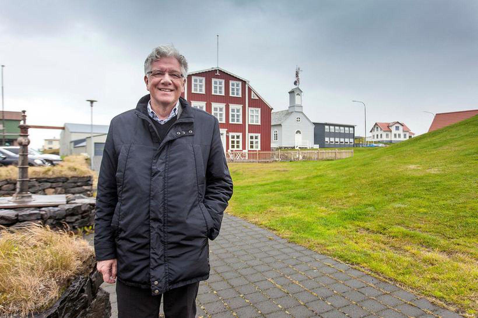 Sturla Böðvarsson bæjarstjóri fagnar eftirspurninni eftir gistirými í Stykkishólmsbæ.