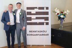 Dúxinn Marinó Þór Pálmason ásamt skólameistaranum Braga Þór Svavarssyni.