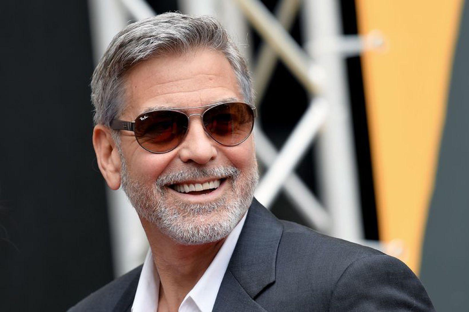 George Clooney er gráhærður.