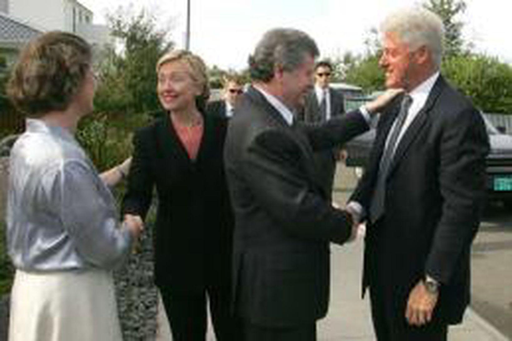 Davíð og Ástríður heilsa Bill og Hillary í dag.