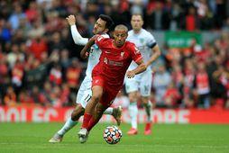 Thiago í leik með Liverpool.