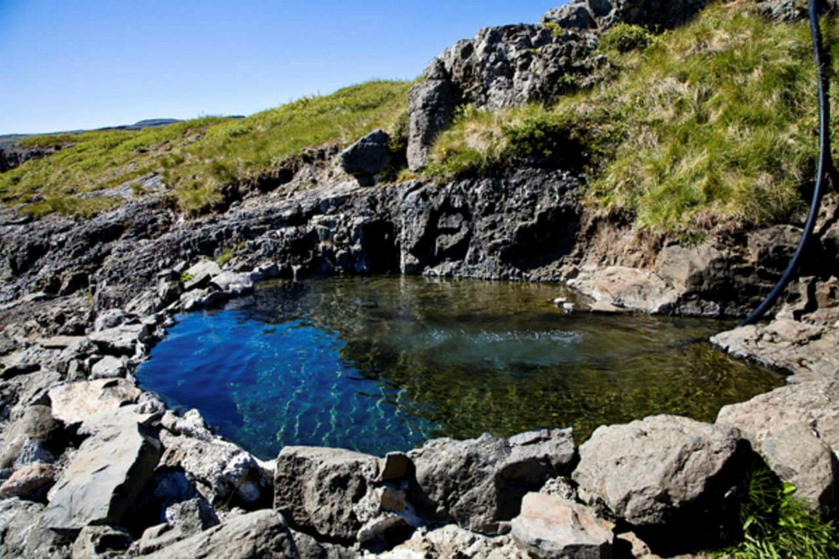 Hellulaug. Náttúrulaug er í fallegu umhverfi Vatnsfjarðar.