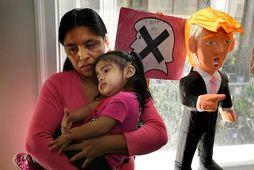 Mæðgurnar Lola Vargas og Athena frá Mexíkó eru í hópi hælisleitenda sem bíða þess að …