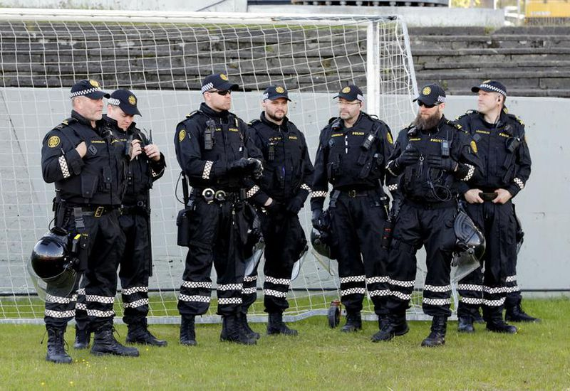 Armed police officers were present at the Iceland vs. Croatia football match on Sunday and the Color Run on Saturday.