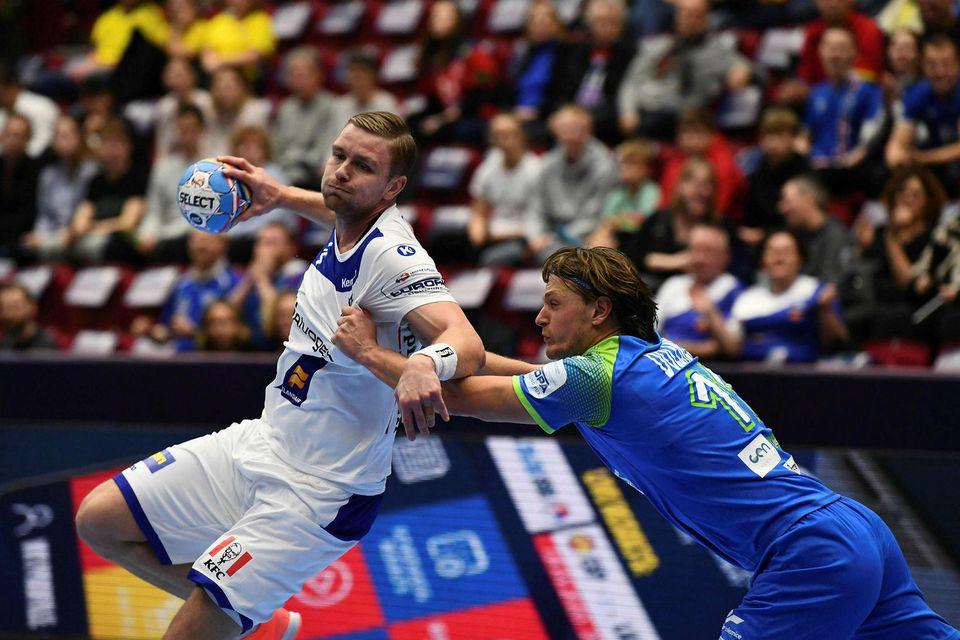 Aron Pálmarsson og Jure Dolenec takast á í Malmö.