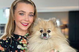 Sylvia Erla Melsted og hundurinn hennar Oreo.