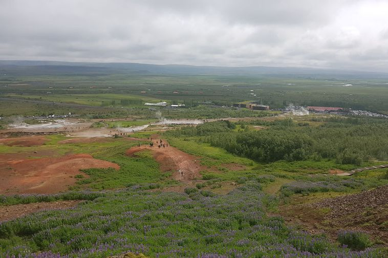The Geysir hot spring area, seen from Laugafell.