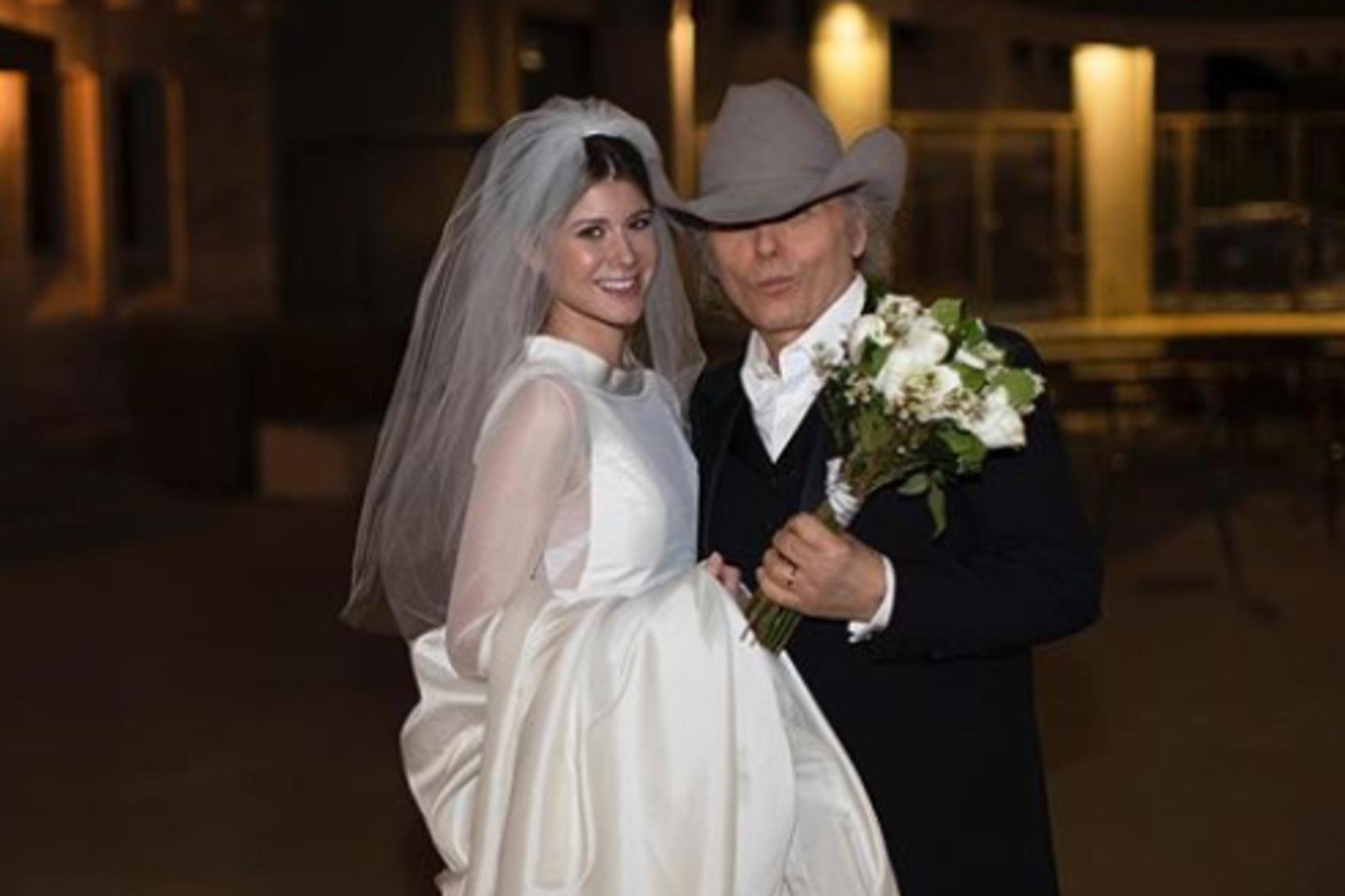 Dwight Yoakim og eiginkona hans Emily Joyce.
