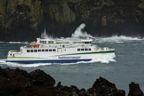 Herjólfi var snúið við til Vestmannaeyja nú undir kvöld.
