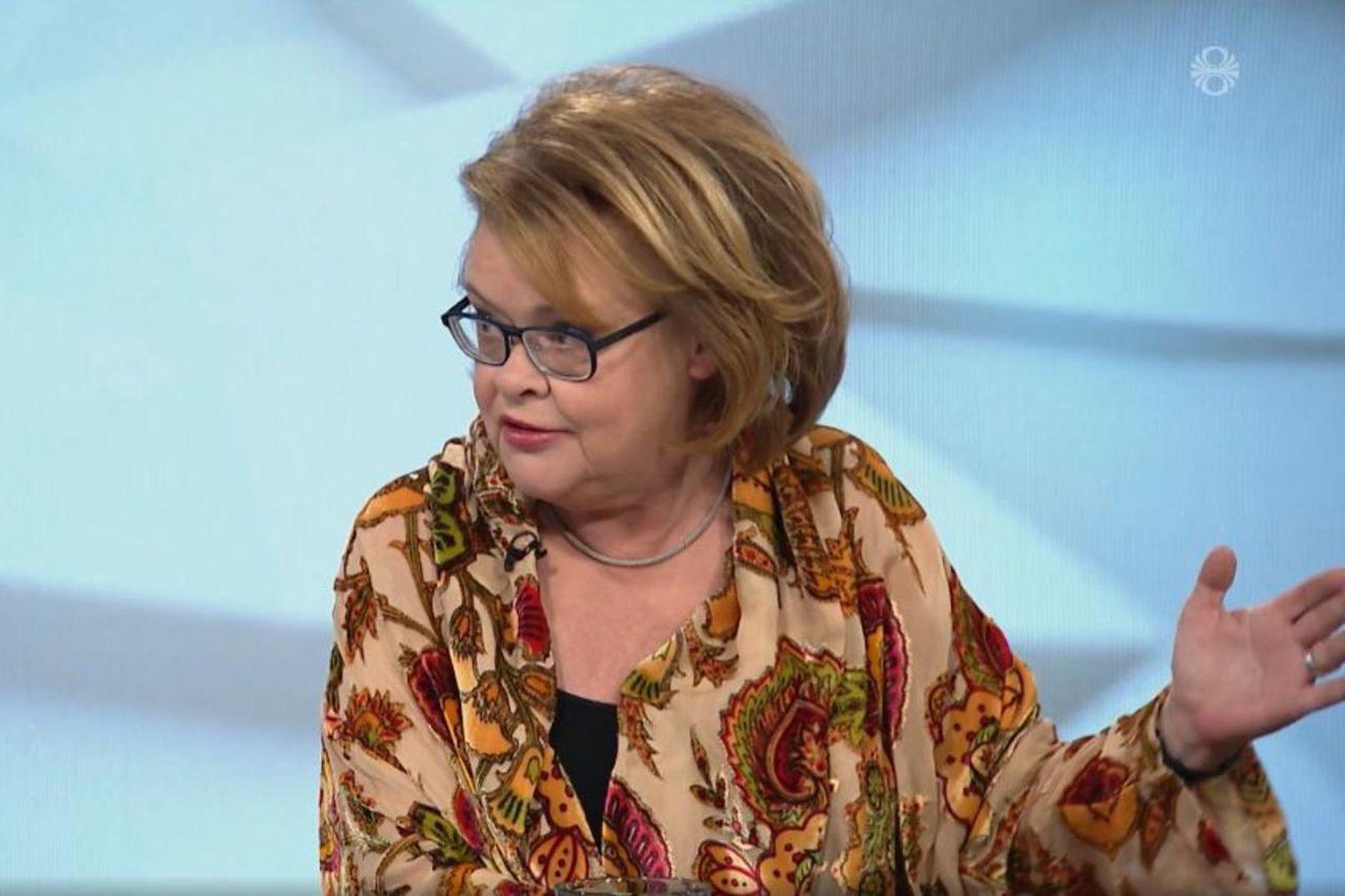 Hildur Helga Sigurðardóttir mætti handleggsbrotin í Kastljós.