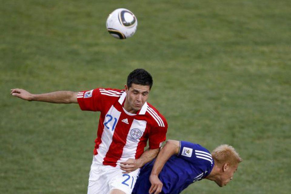 Antolín Alcaraz, til vinstri, er kominn til Everton eftir að hafa leikið með Wigan í …