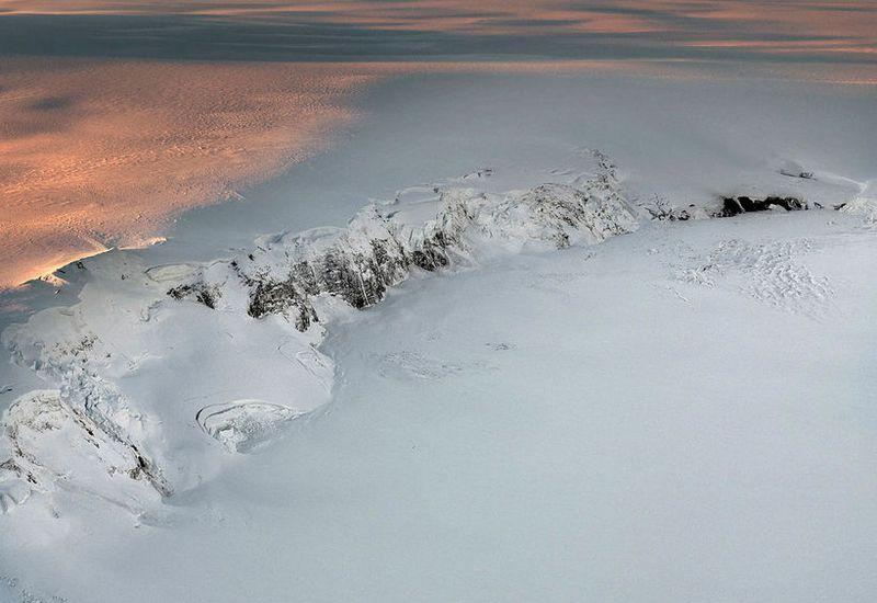 Vatnajökull glacier. Grímsvötn volcano and Grímsfjall mountain in the foreground.
