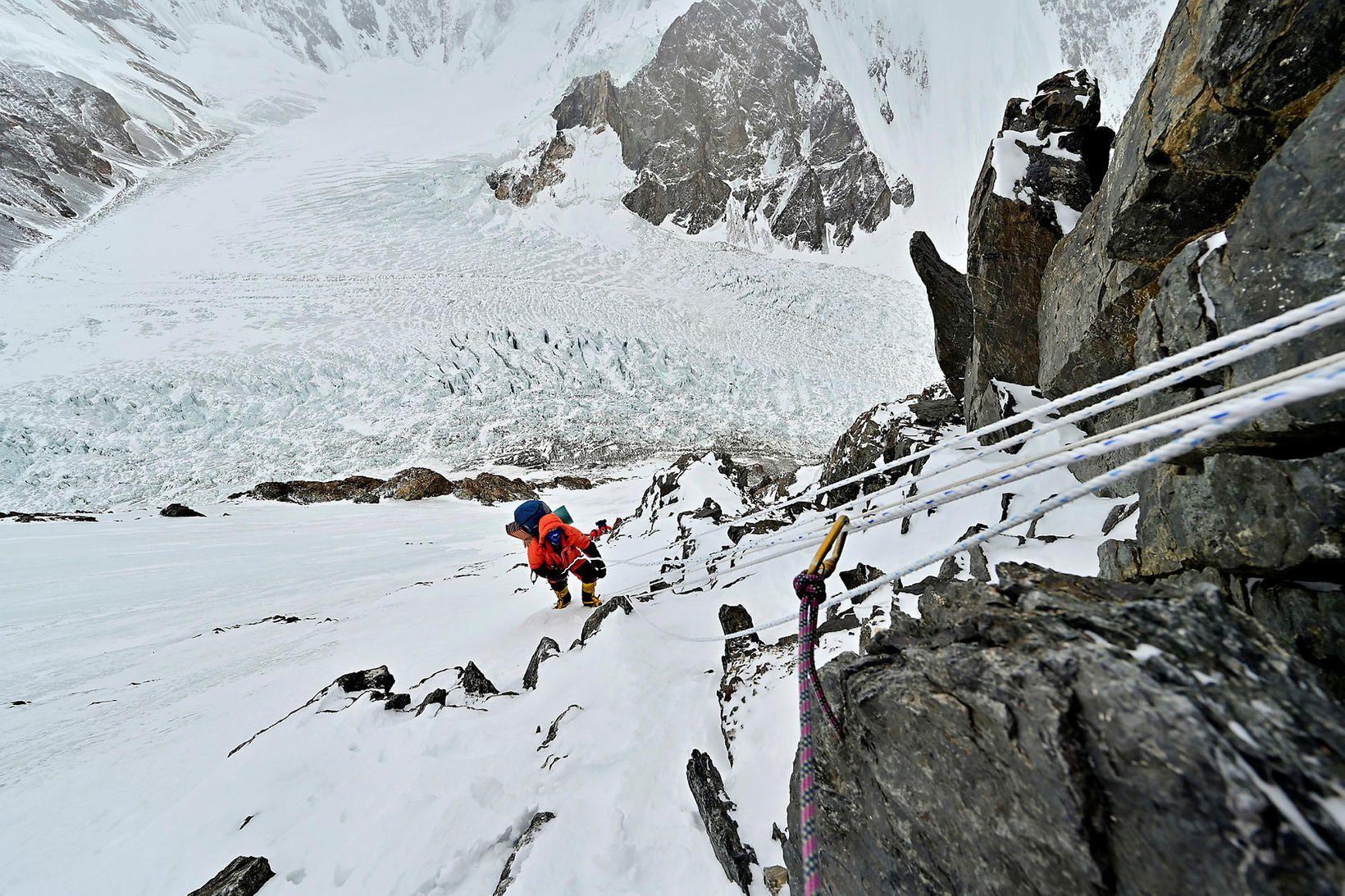 John Snorri á K2.