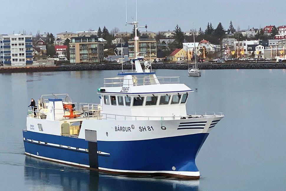 Bárður SH er 154 tonn, 26,9 metra langur og sjö ...