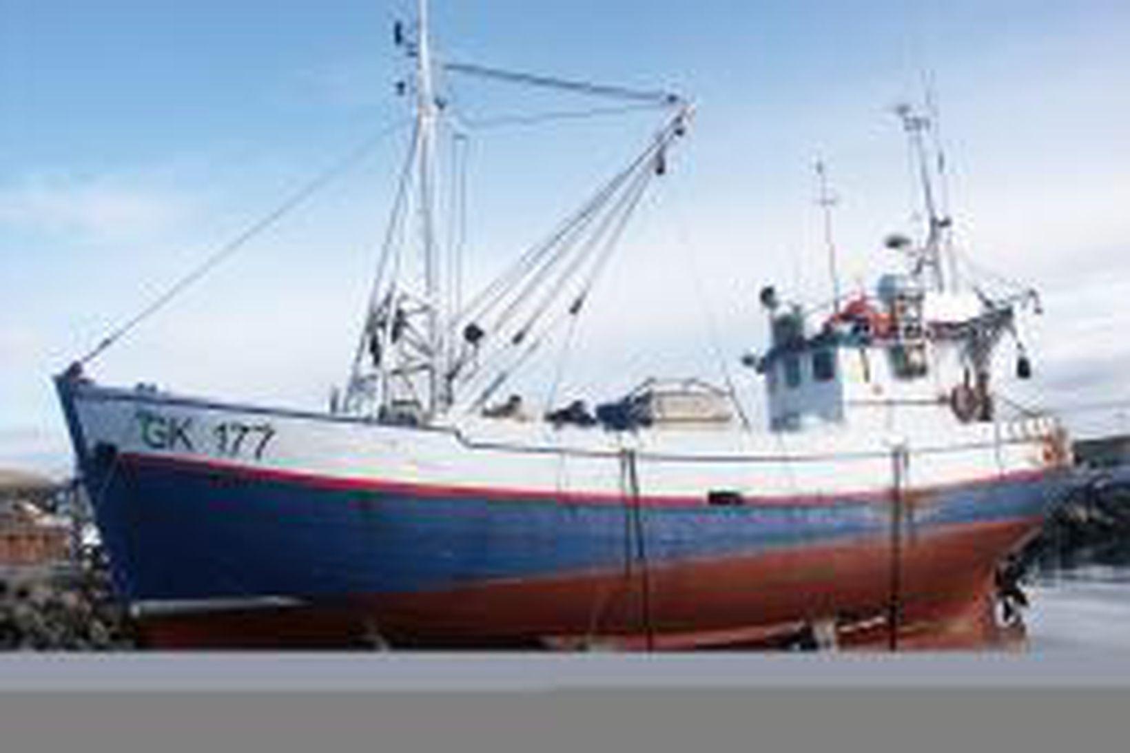 Reynir GK-177 í slipp í Húsavík.
