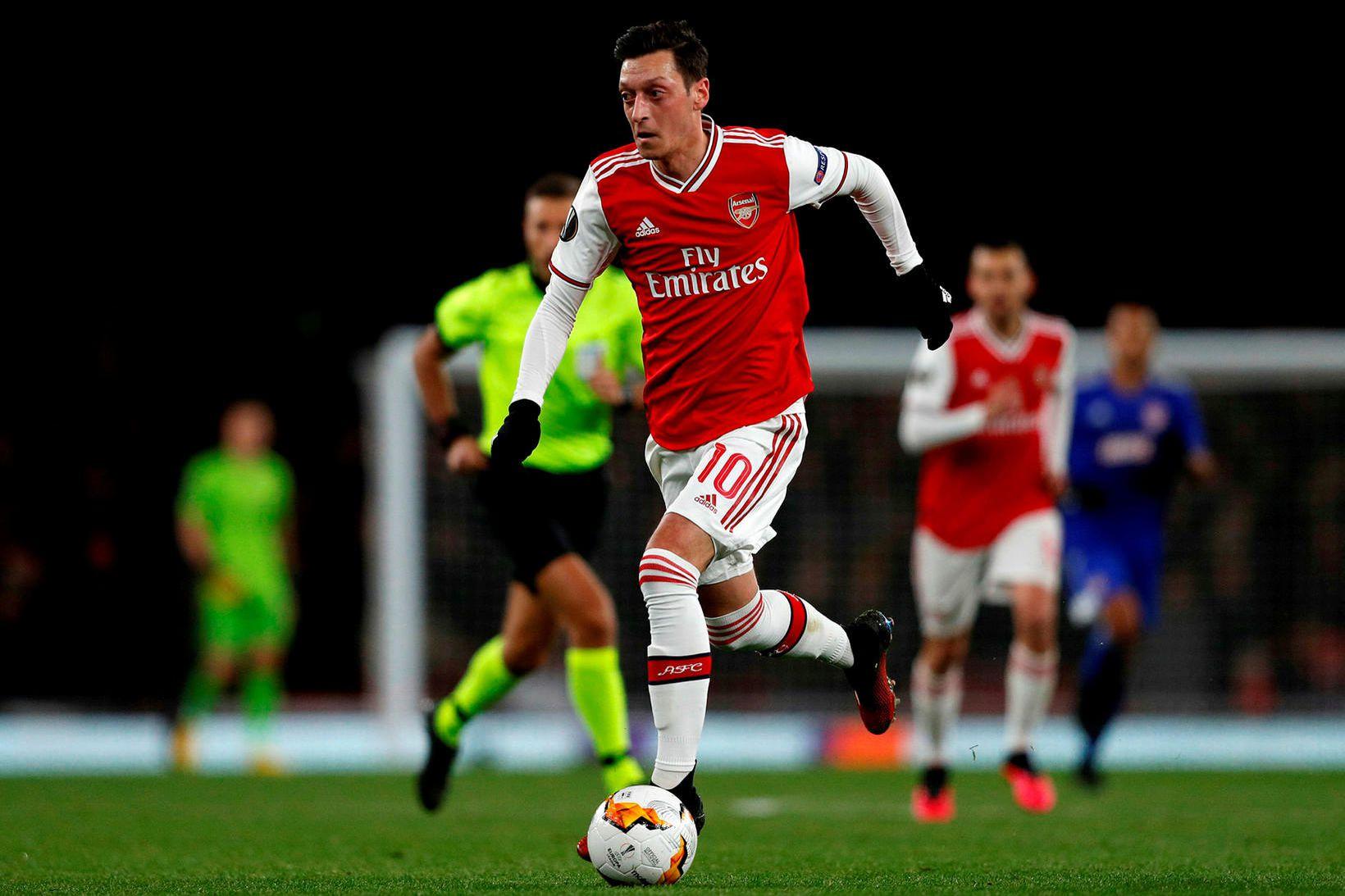 Mesut Özil hefur ekki verið í leikmannahópi Arsenal í undanförnum …