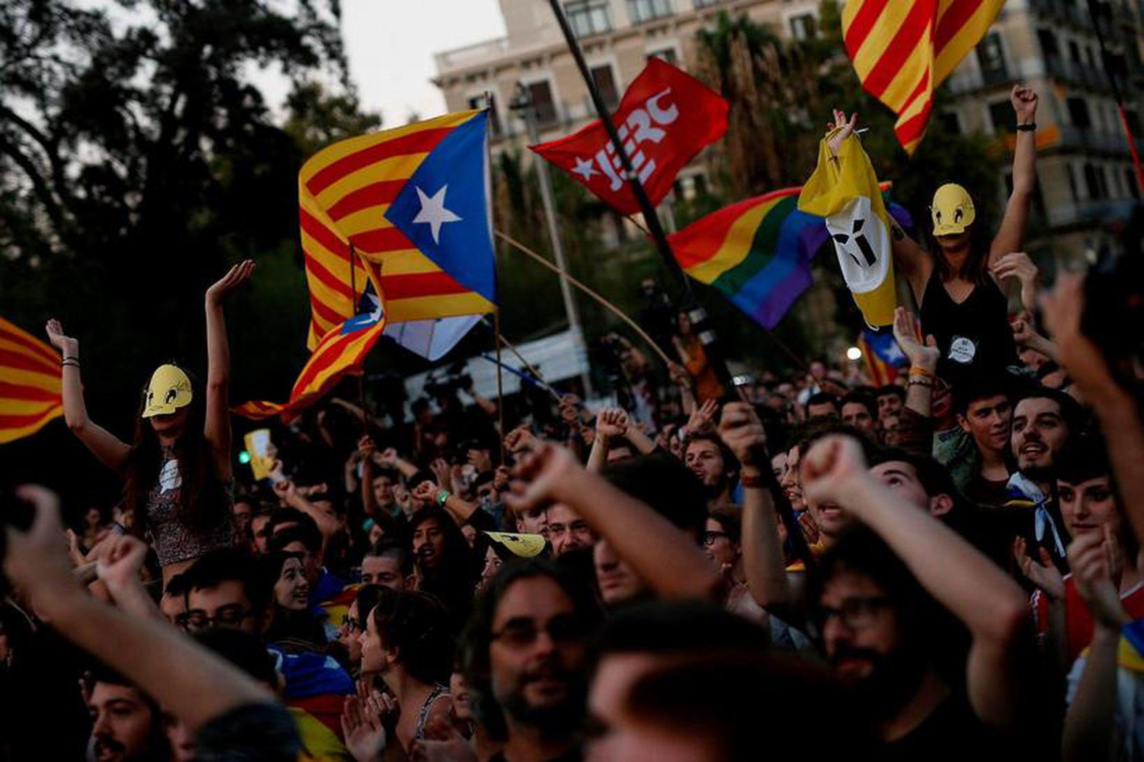 Stuðningsmenn sjálfstæðrar Katalóníu á fundi í Barcelona.
