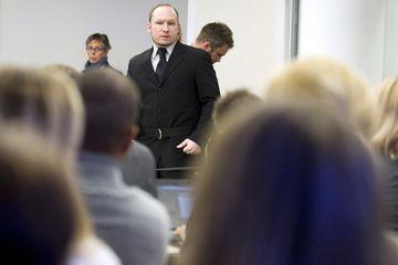 Anders Behring Breivik við réttarhöldin í dag