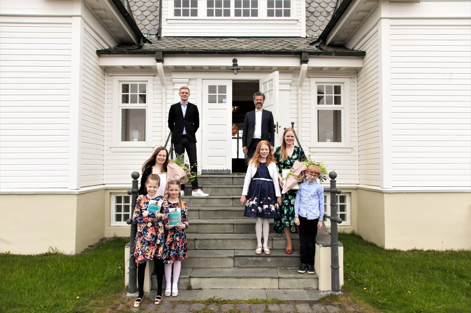 Arndís Þórarinsdóttir og Hulda Sigrún Bjarnadóttir hlutu barnabókaverðlaun Guðrúnar Helgadóttur.