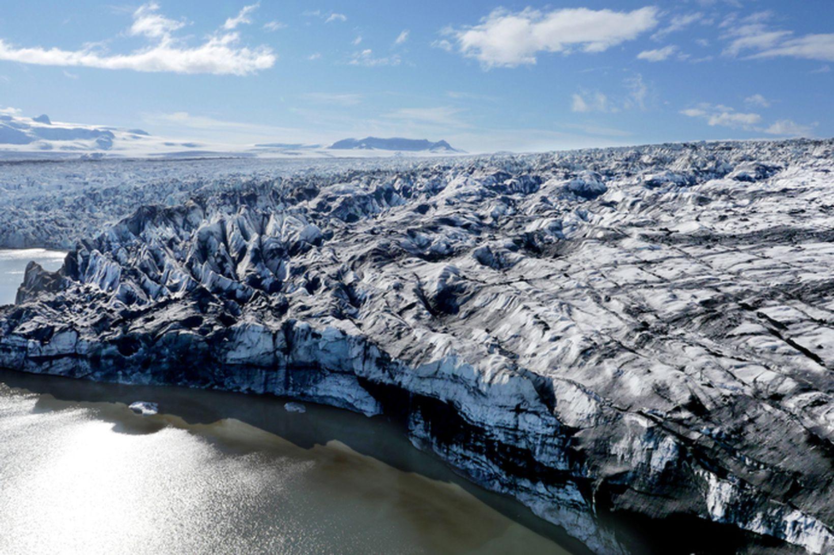 Lagt er í leiðangur upp á Breiðamerkurjökul.