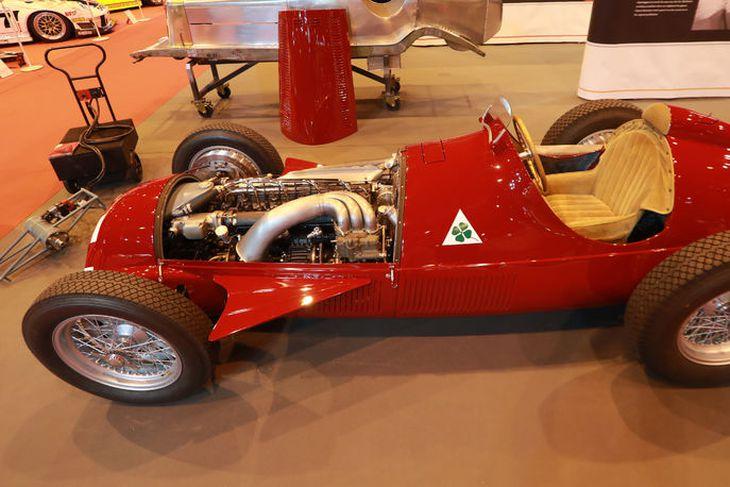 """Alfa Romeo 158 """"Alfetta"""" Grand Prix er fallegur bíll og sómir sér vel í París."""
