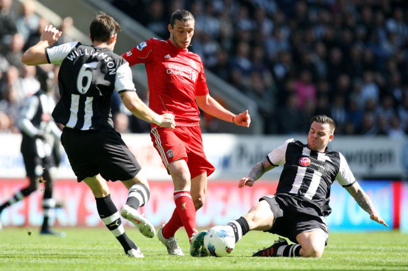 Danny Guthrie (t.h.) í leik með Newcastle United gegn Liverpool …