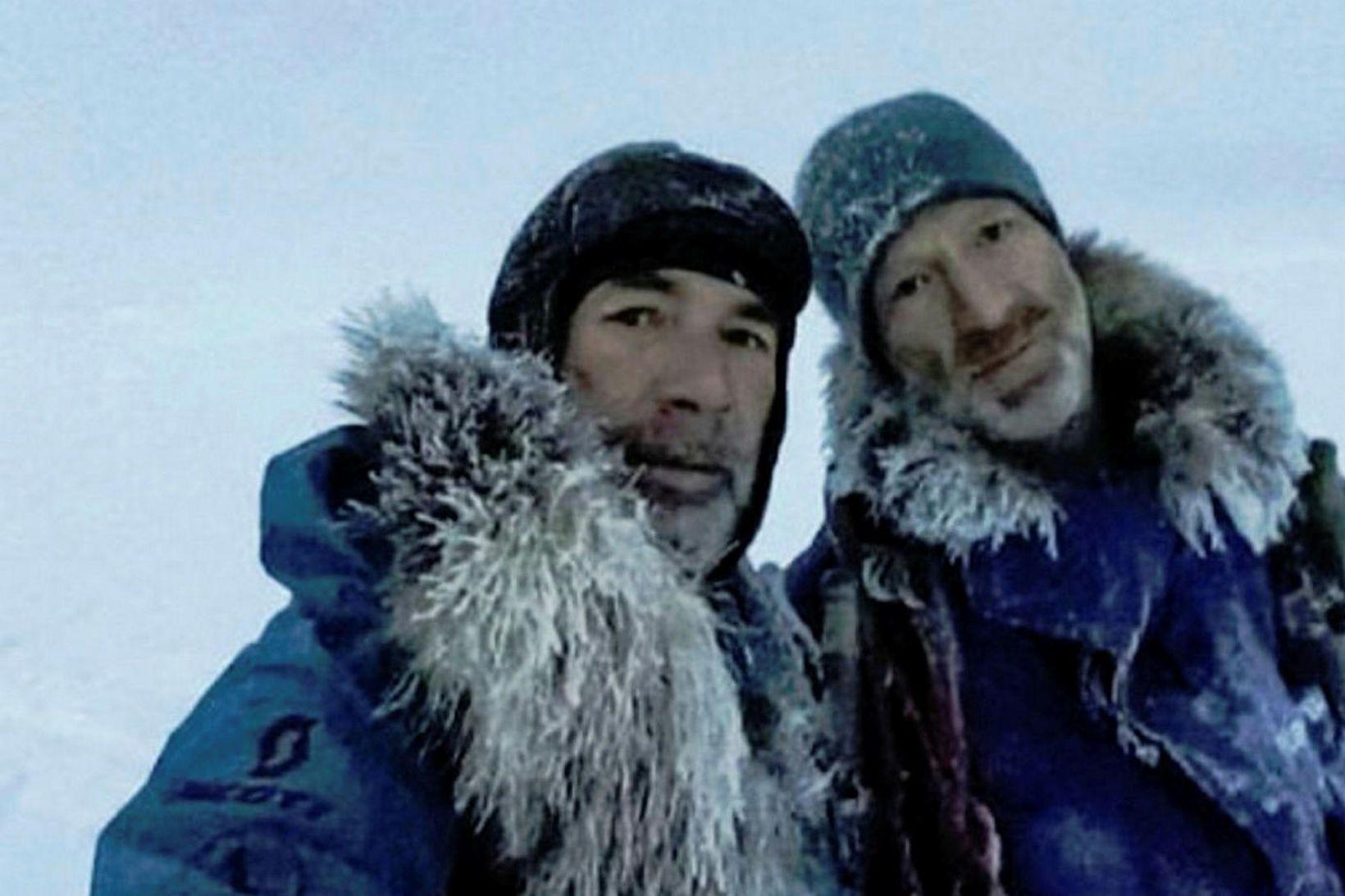 Børge Ousland og Mike Horn. Frosnir, aðframkomnir og örmagna, en …