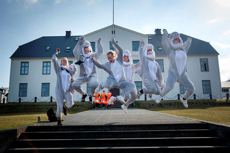 Seniors in front of their school building, Menntaskólinn í Reykjavík junior college.