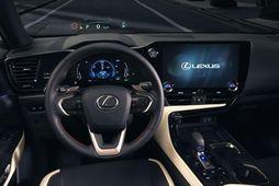 Stýrið er alvegnýtt og stóri snertiskjárinn í Lexus 350h mikil breyting.