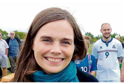 Prime Minister Katrín Jakobsdóttir greeted the team prior to the game. Guðmundur Hafliðason is number 9.