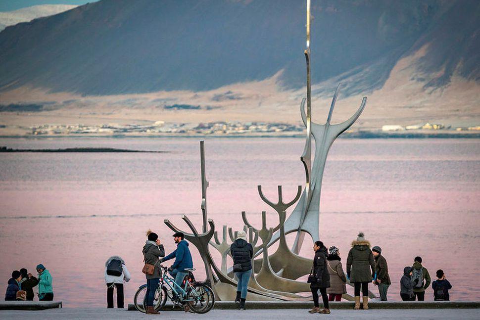 Fækkun flugferða til landsins hefur víða áhrif.