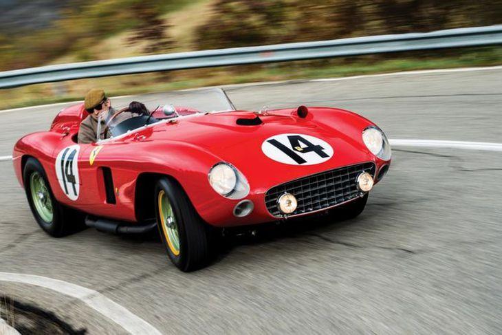 Ferrari 290MM kappakstursbílnum óku sumir frægustu ökumenn sögunnar.