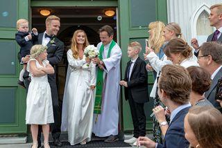 Hjónin Gunnar Steinn Jónsson og Elísabet Gunnarsdóttir voru glæsileg á brúðkaupsdaginn. Hér eru þau ásamt ...
