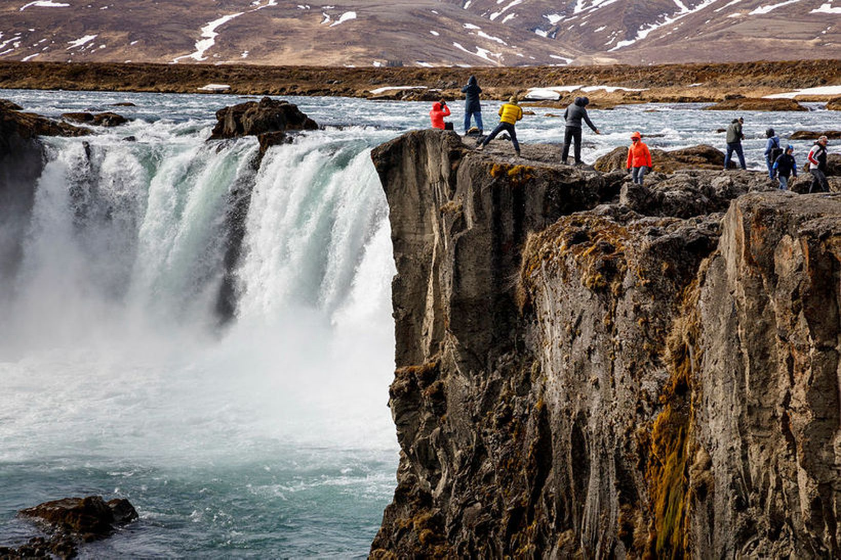 Íslendingar ætla frekar að ferðast innalands en utan í sumar.