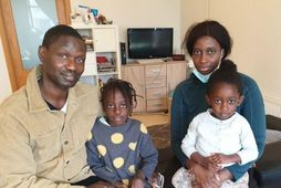 Bassirou Ndiaye, Mahe Diouf og dætur þeirra: Régine Marthe og Elodie Marie.