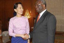 Aung San Suu Kyi og Ibrahim Gambari
