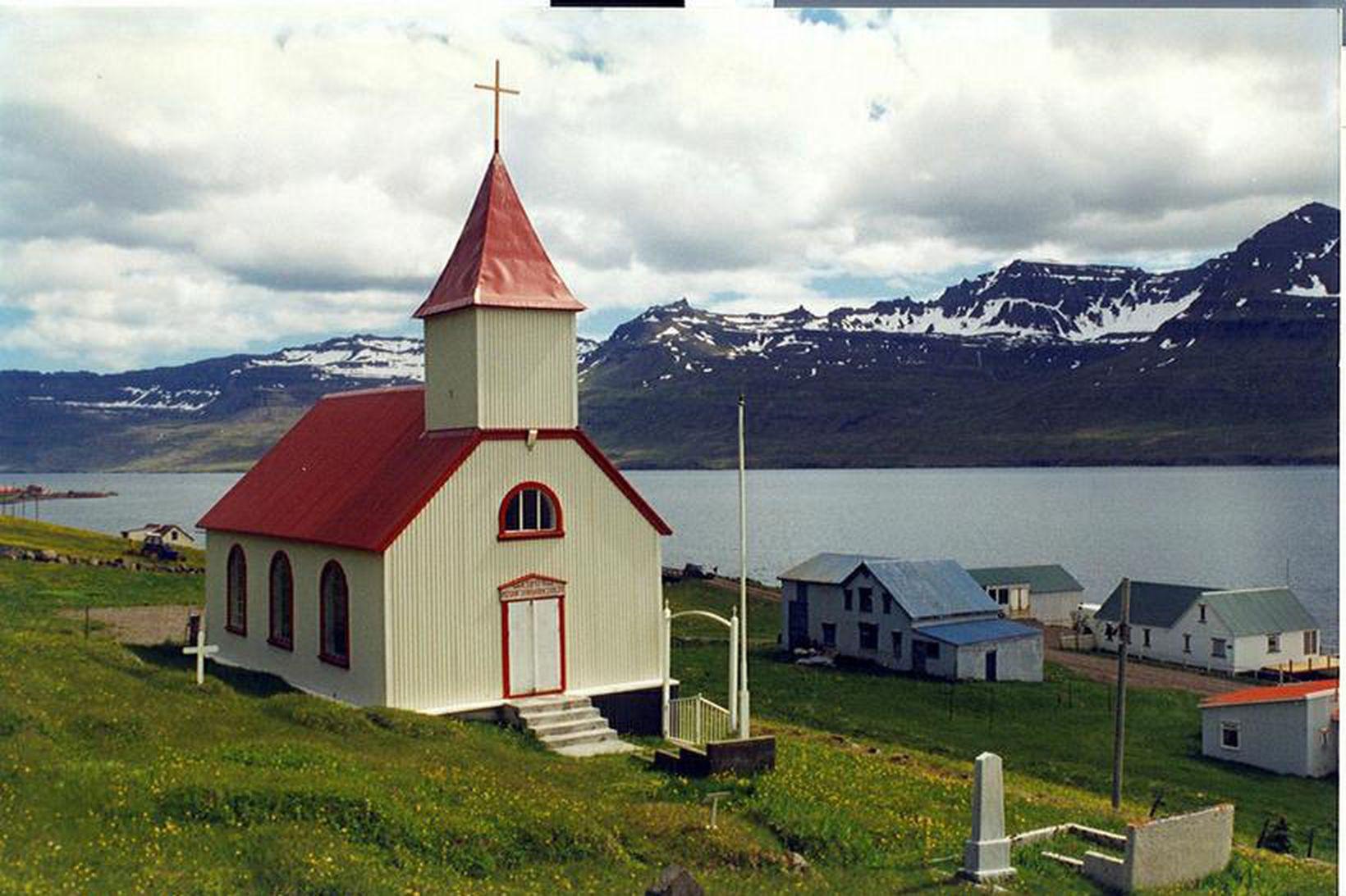 Kirkjan að Brekku í Mjóafirði.