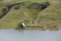Bærinn Svínadalur í Skaftártungum. Myndin er tekin þegar hlaupið var í hámarki, en sjá má …