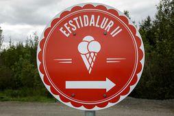 Rekstaraðilar Efstadals hafa nú hafið sölu á eigin ís að nýju.