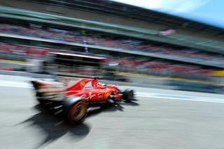 Kimi Räikkönen leggur í aksturslotu á lokaæfingunnni í Barcelona.