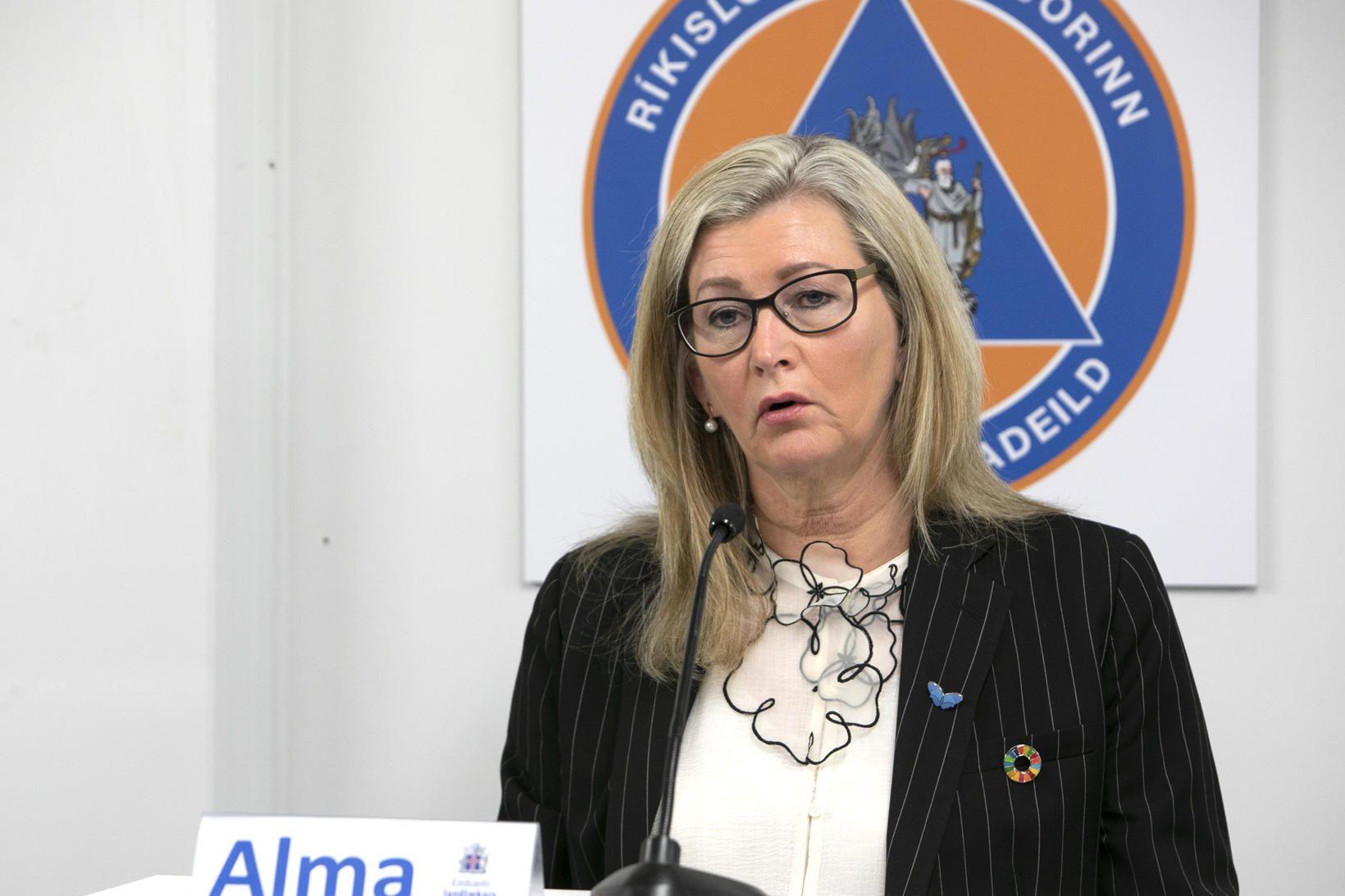Alma Möller landlæknir á blaðamannafundi almannavarna í dag.