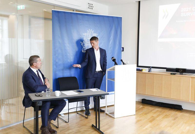 Bjarni Benediktsson and Alvaro S. Pereira at this morning's press conference.